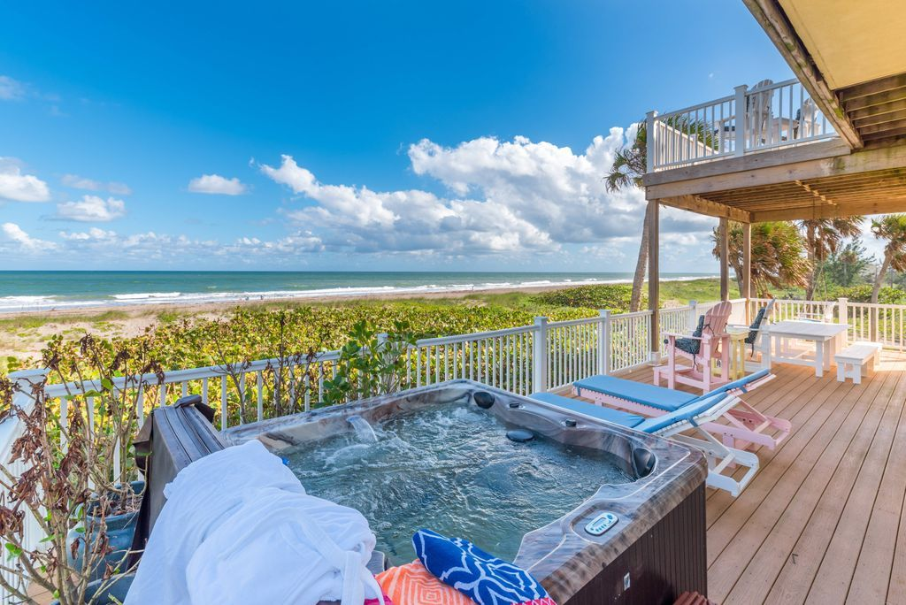 Beachfront four-person hot tub on the deck of Bella Vista