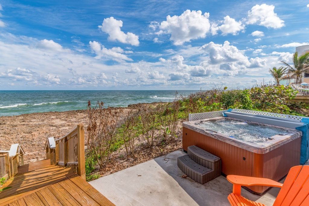 Oceanfront hot tub at Heaven Can't Wait vacation rental
