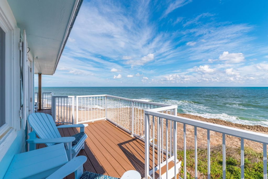 Oceanfront balcony at Heaven Can't Wait