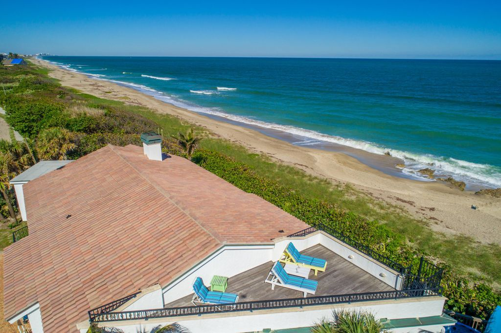 The oceanfront rooftop sundeck terrace at La Dolce Vita beach house