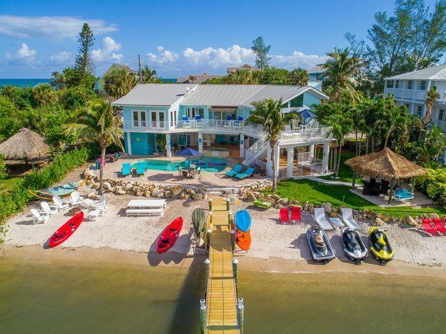 Aquarius beach house