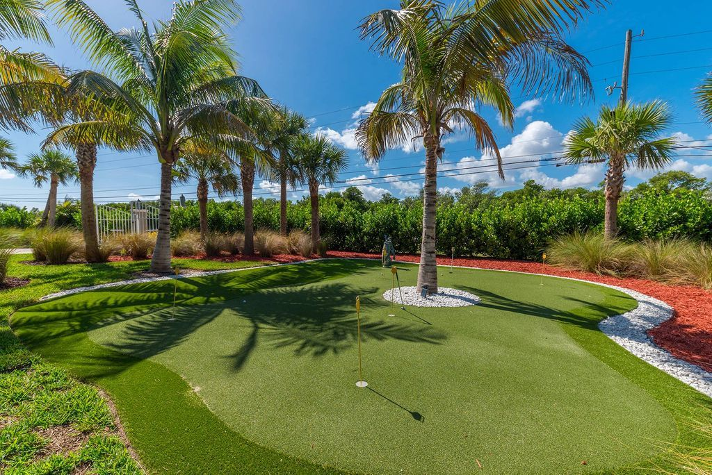 Private 6 hole putting green at Bella Vista beach house